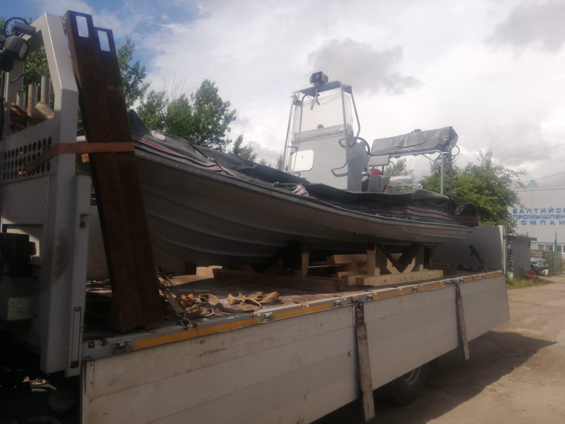 Перевозка катера манипулятором в СПб