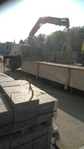 Доставка тротуарной плитки манипулятором для Возрождения набережная реки Фонтанки