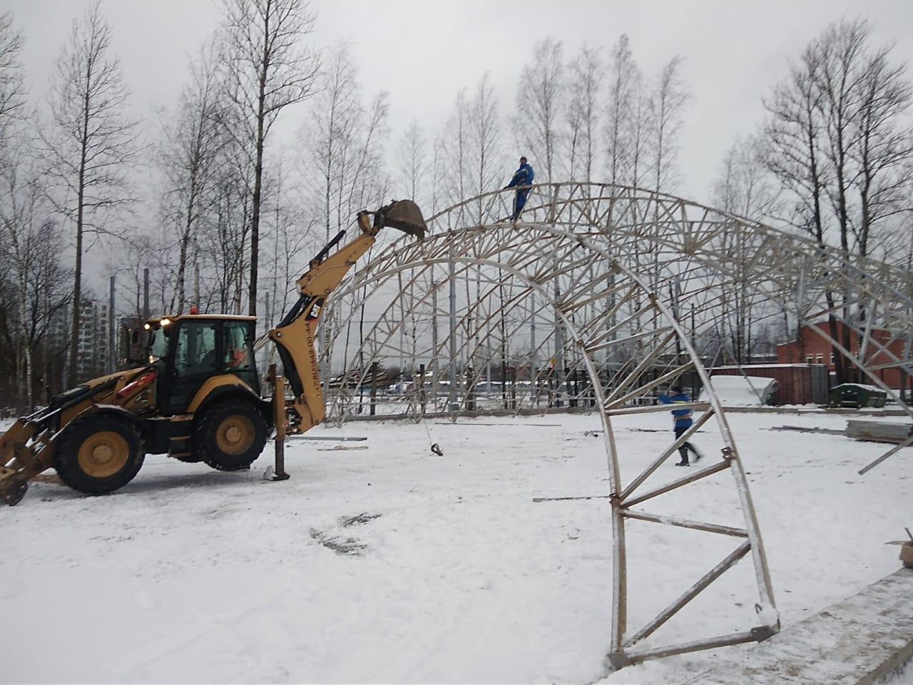 Экскаватор погрузчик в аренду для монтажа металлоконструкций
