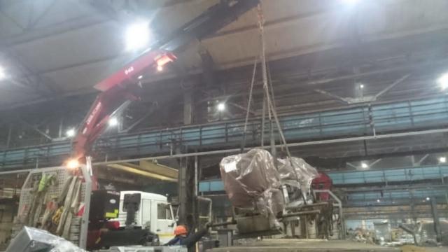Перевозка негабаритных грузов . Погрузка краном-манипулятором в помещении высота 5м