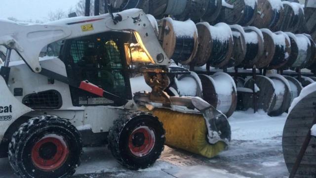 Бобкэт уборка снега