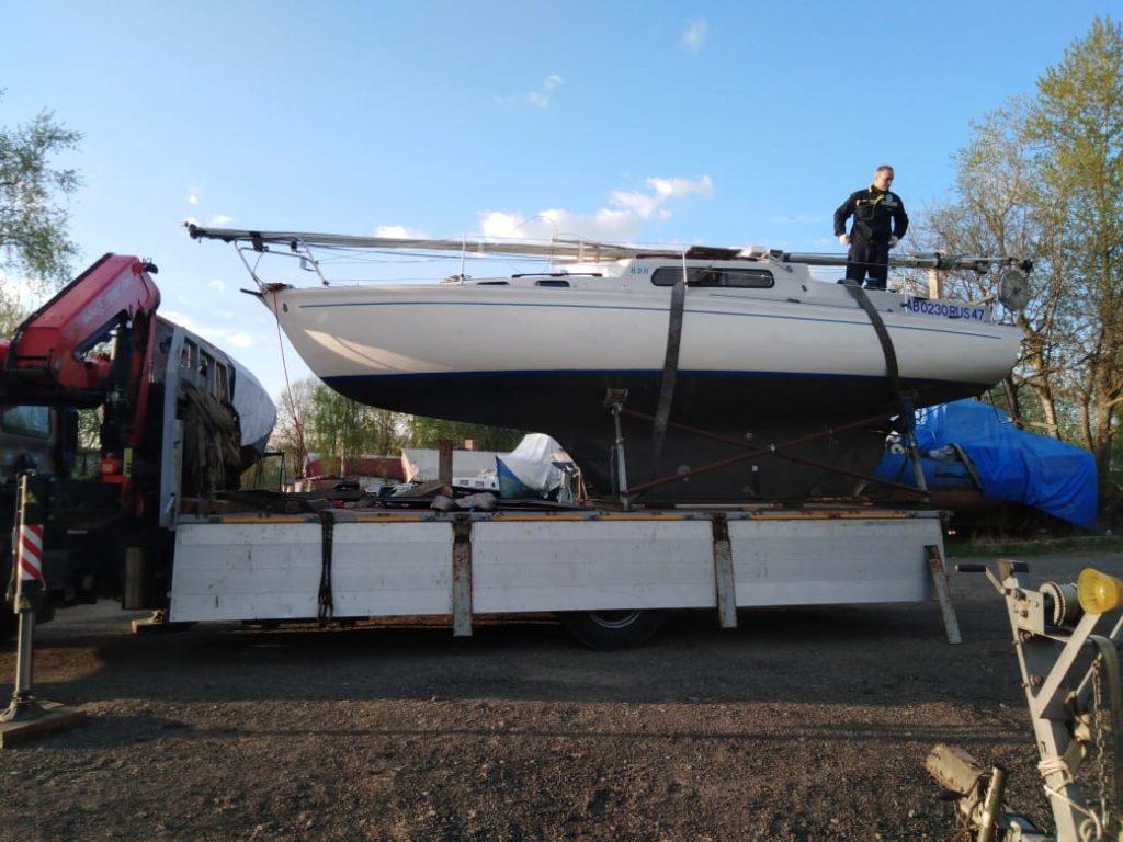 Перевозка лодок и катеров при помощи манипулятора