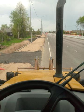 Применение экскаватора погрузчика при строительстве дорог