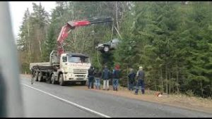 Удаление манипулятором с места ДТП пострадавших транспортных средств